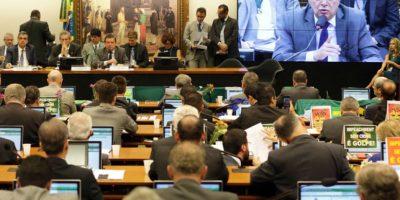 Detienen a ex senador cercano a Rousseff por caso Petrobras