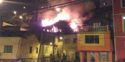 Tres casas destruidas dejó incendio en cerro Arrayán de Valparaíso