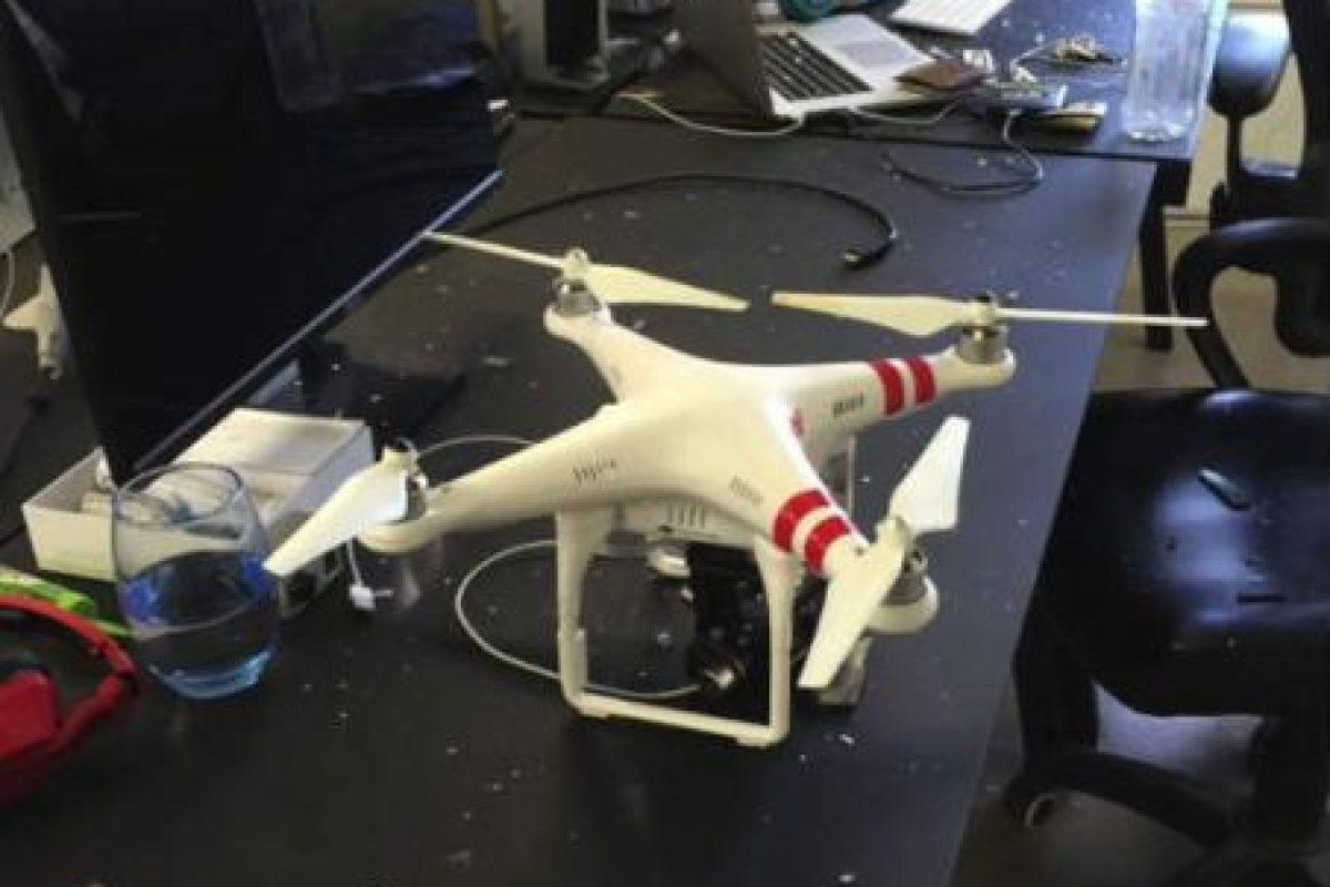 Pero luego se percató de la realidad: era un drone. Foto:David Perel. Imagen Por: