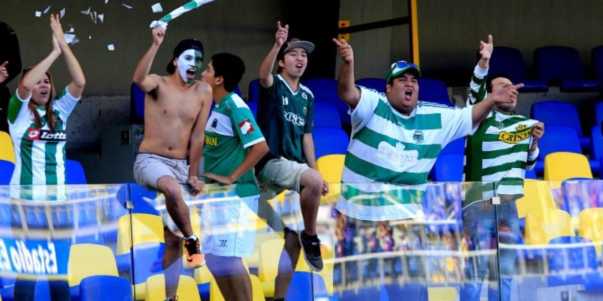 Hinchas hacen largas filas para conseguir una entrada para ver campeonar a Temuco