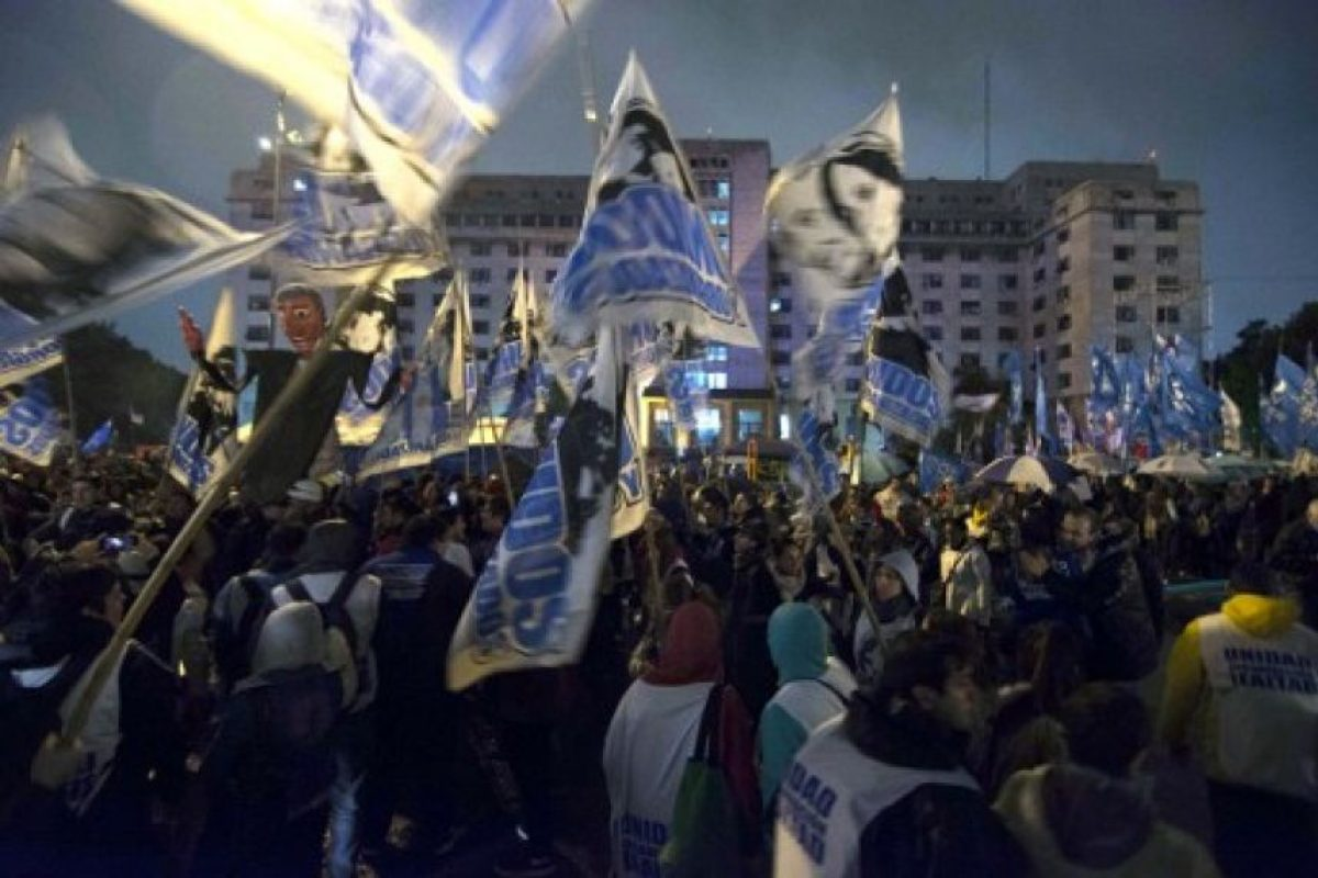Con este instó a los argentinos a exigir lo que merecen. Foto:AP. Imagen Por: