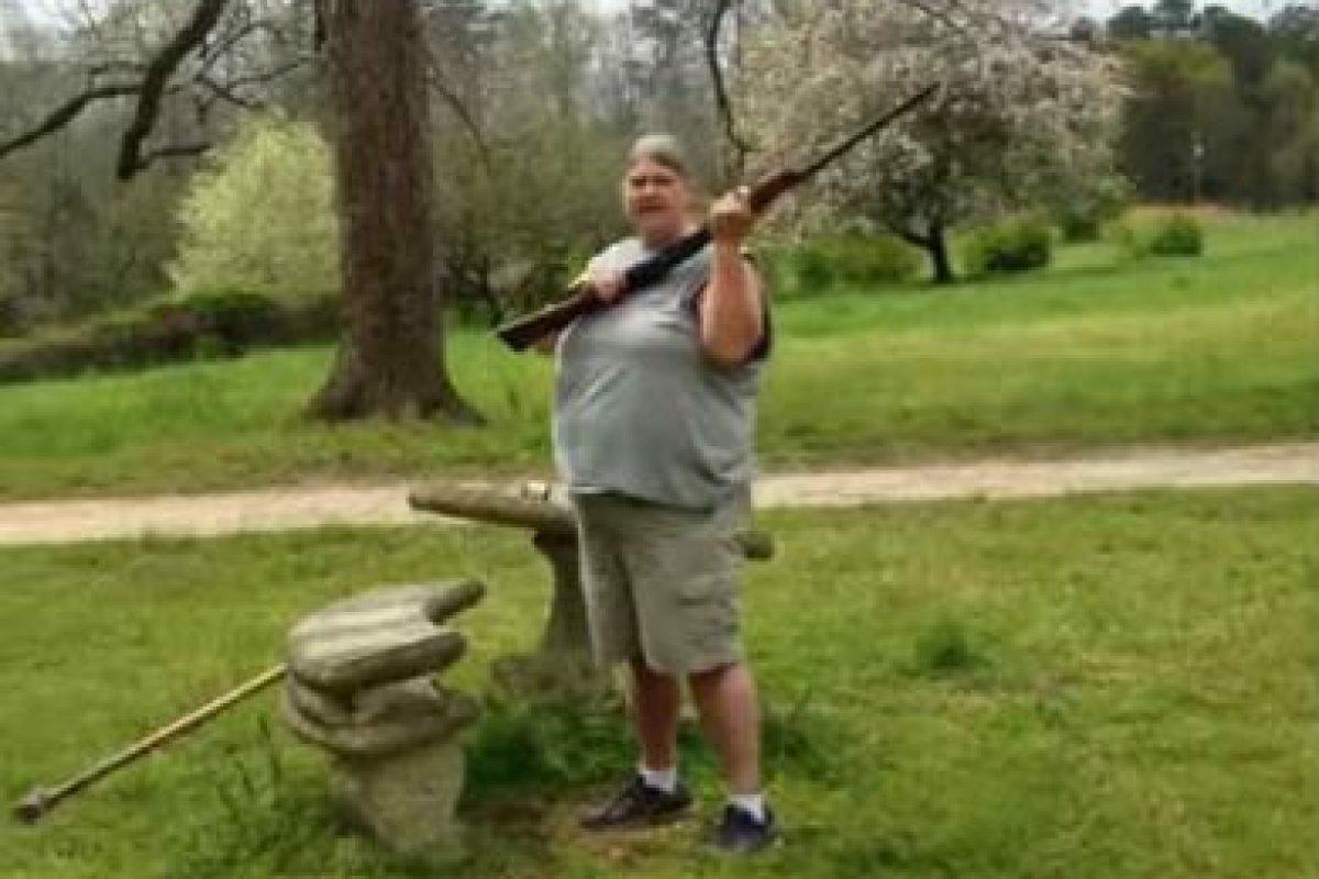 Al final, vuelve a disparar. Foto:YouTube/Josh Smith. Imagen Por: