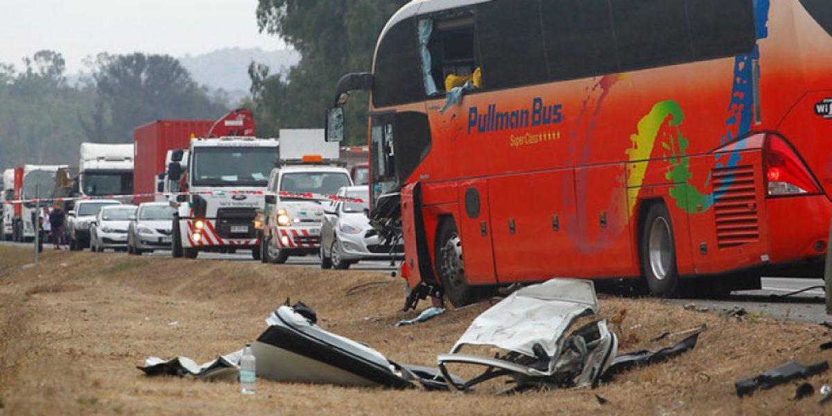 Choque entre bus y camioneta deja tres muertos y 12 heridos en Algarrobo