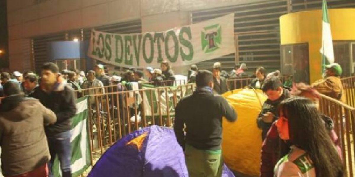 Locura por una entrada: Hinchas de Temuco durmieron fuera del Germán Becker