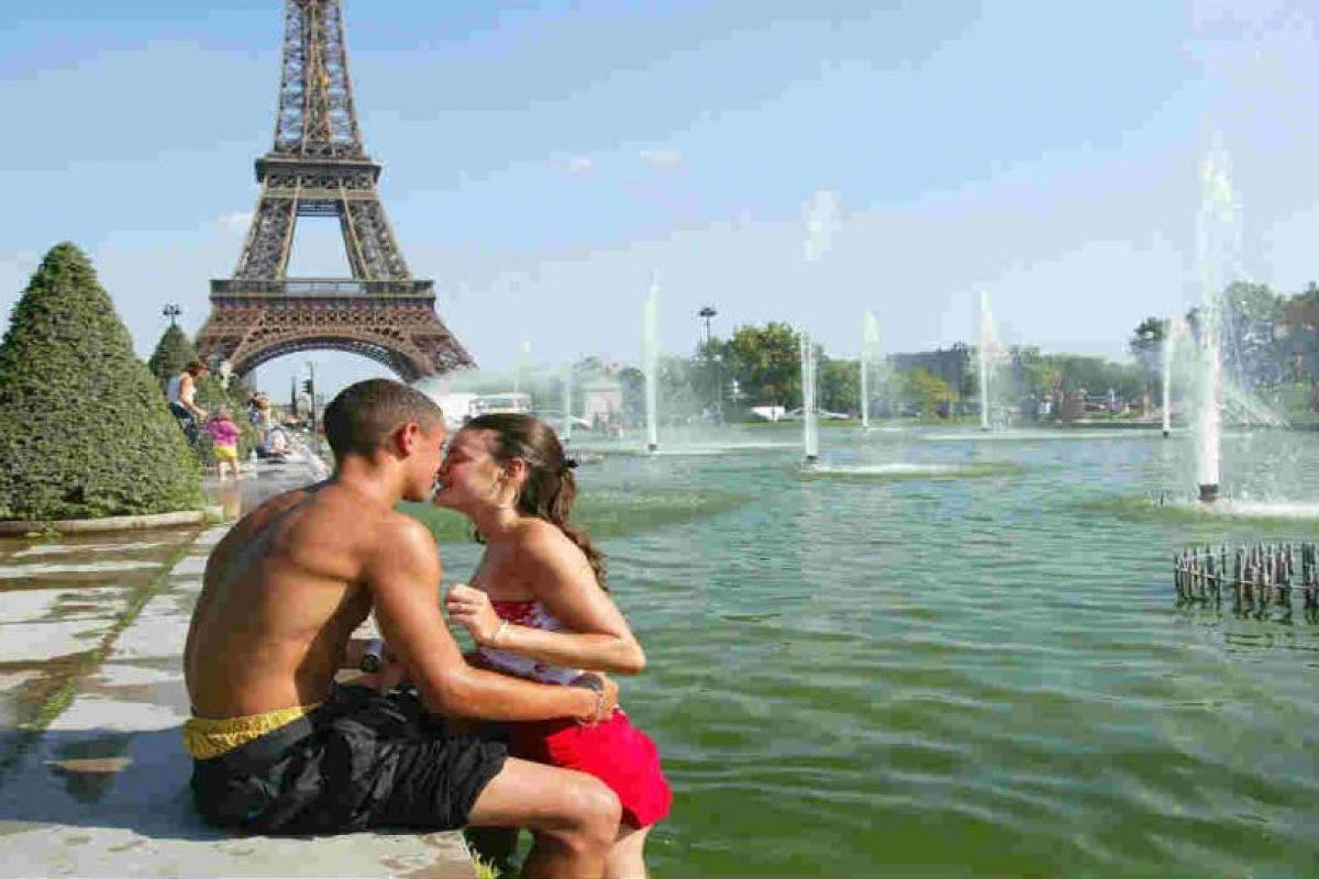 El beso no siempre está ligado al sexo, sin embargo siempre se reconoce como amor. Foto:Getty Images. Imagen Por: