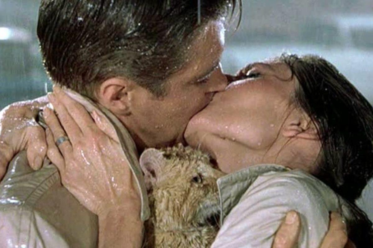 """""""Desayuno con diamantes"""": Holly Golightly (Audrey Hepburn) y Paul Varjak (George Peppard) Foto:Tumblr. Imagen Por:"""
