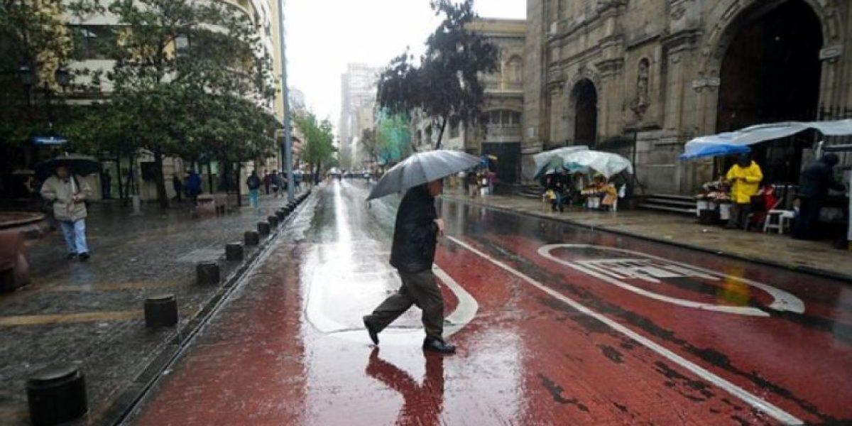 Se extiende sistema frontal: lluvias caerán hasta el lunes en Santiago