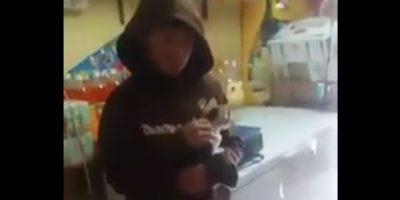 El desgarrador llanto de niño que fue obligado por su mamá a botar un gatito