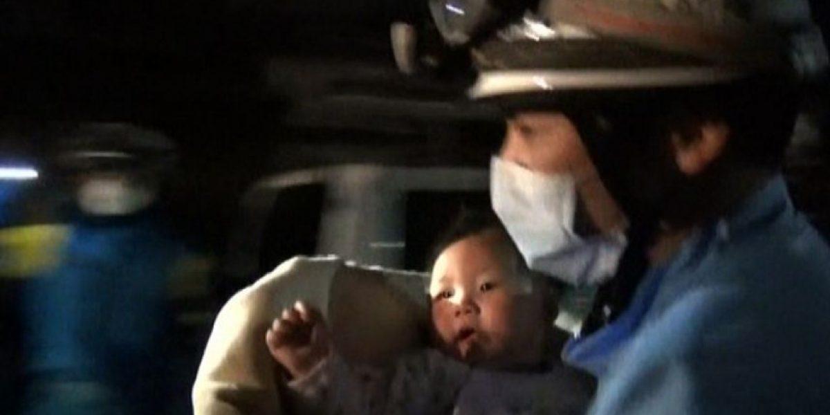 Rescatan a un bebé en Japón entre los escombros de una casa derrumbada por el terremoto