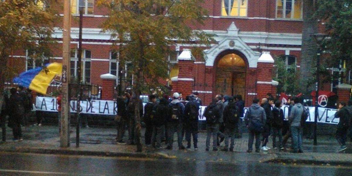 Estudiantes se toman el liceo Barros Borgoño a 10 años de la Revolución Pinguina