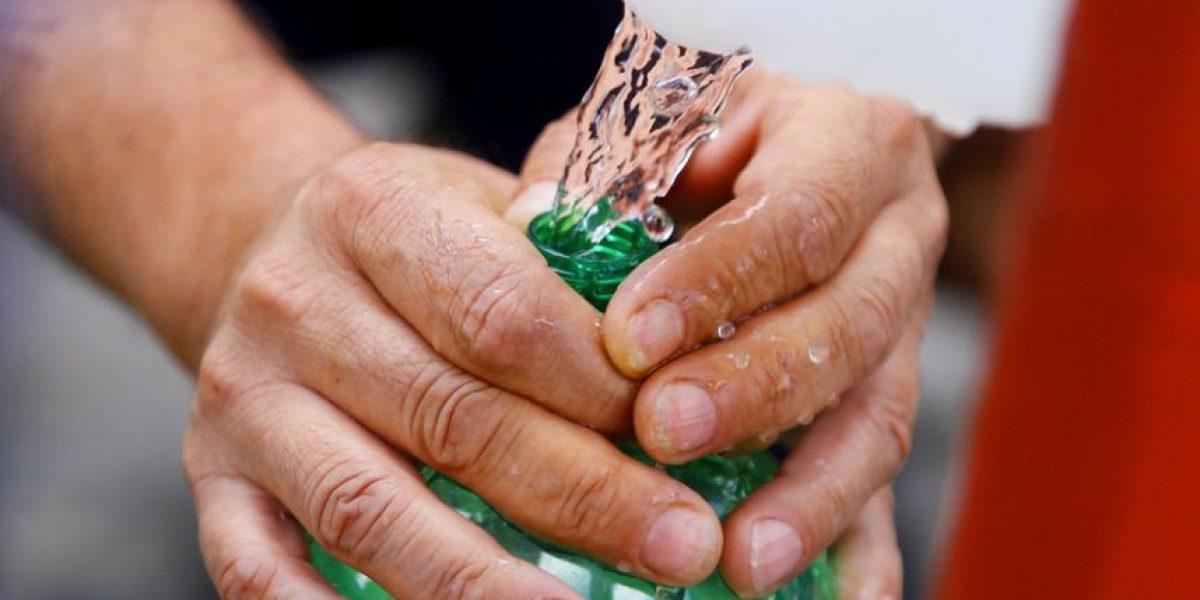 Los 64 puntos donde están repartiendo agua en las 27 comunas afectadas por corte del suministro