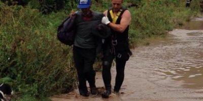 Carabineros rescata a pobladores aislados por crecida de río Maipo
