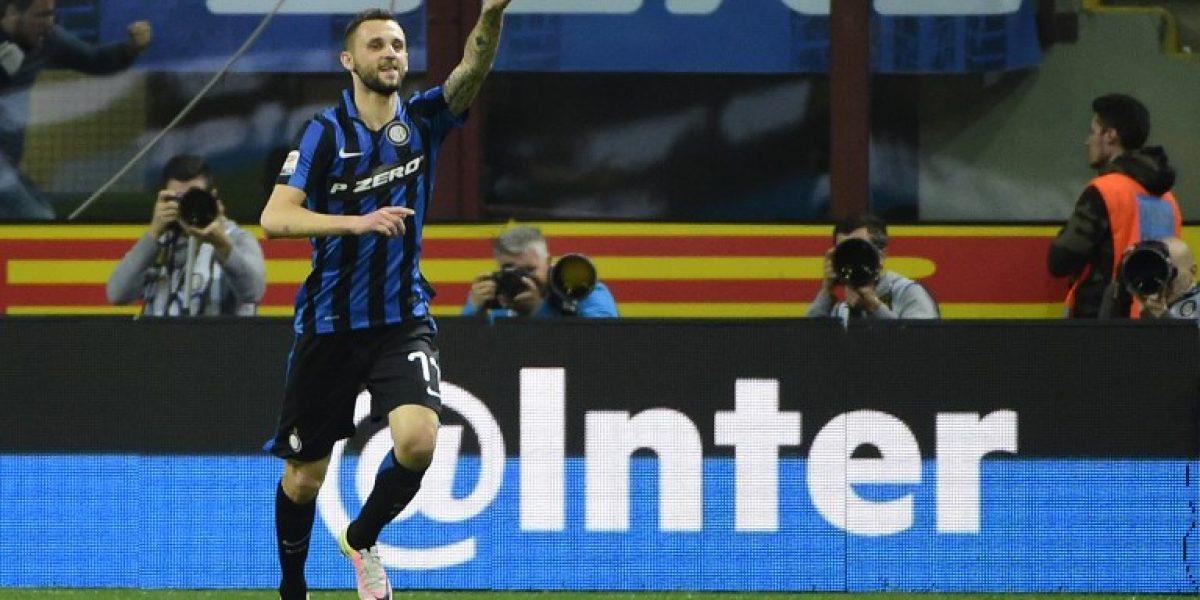 Gary Medel aportó con una asistencia en triunfo de Inter sobre Napoli