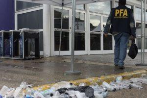La policía argentina trabajando en el lugar de la trágica fiesta. Foto:AFP. Imagen Por: