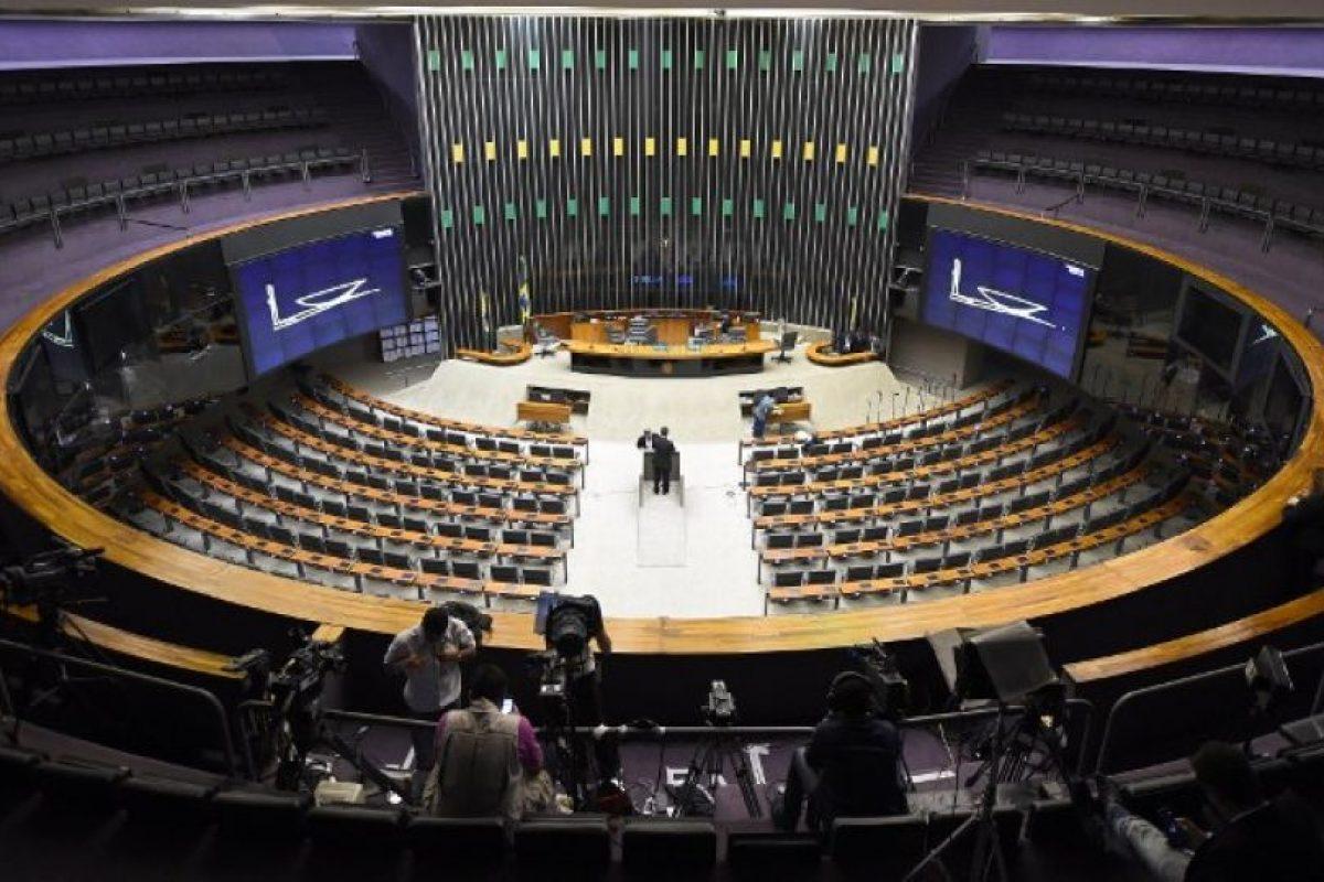 Este es el hemiciclo donde sesionarán hoy los 513 diputados brasileños. Foto:AFP. Imagen Por: