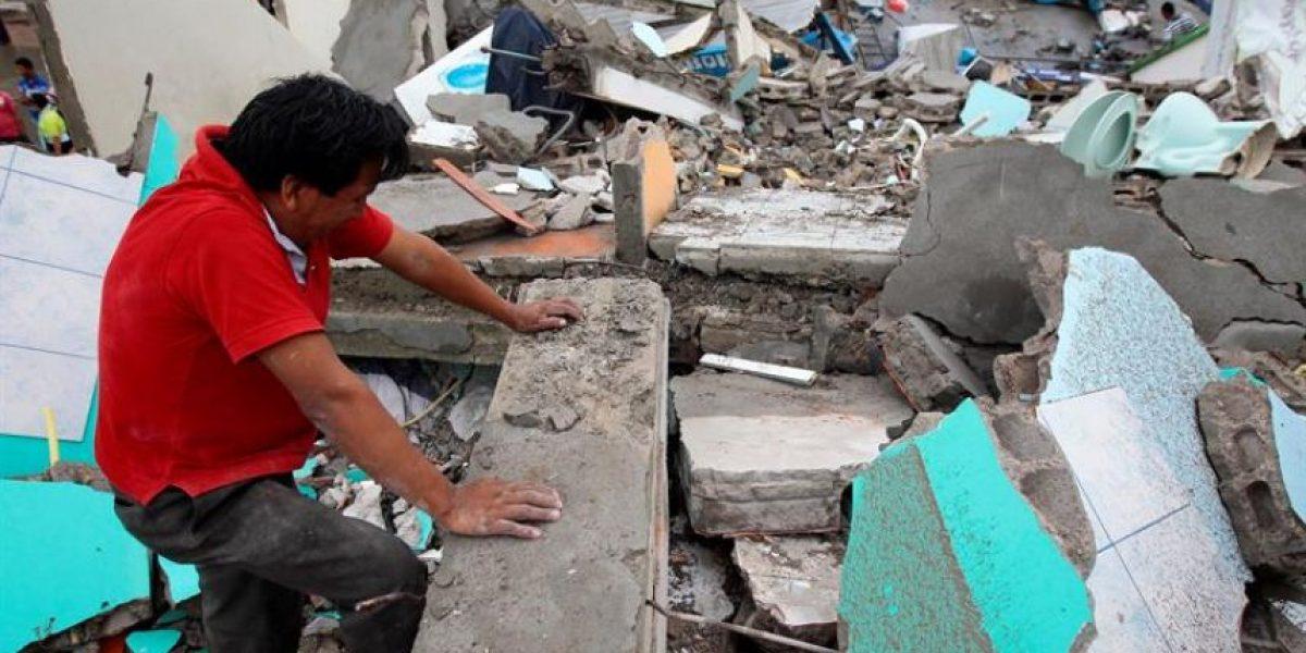 Ascienden a 233 los muertos por el terremoto que asoló ayer a Ecuador