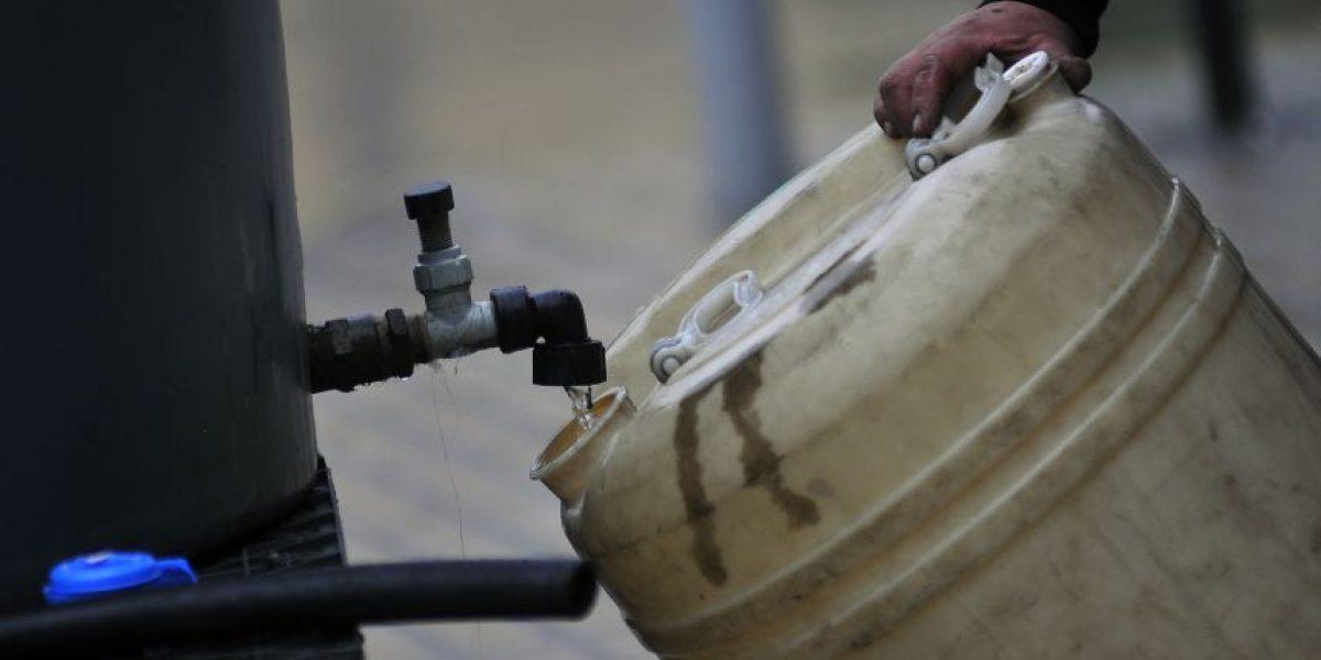 Corte de agua se extiende durante todo el domingo y se agregan nuevos sectores afectados en Santiago