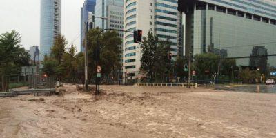 Desborde del río Mapocho inunda Providencia