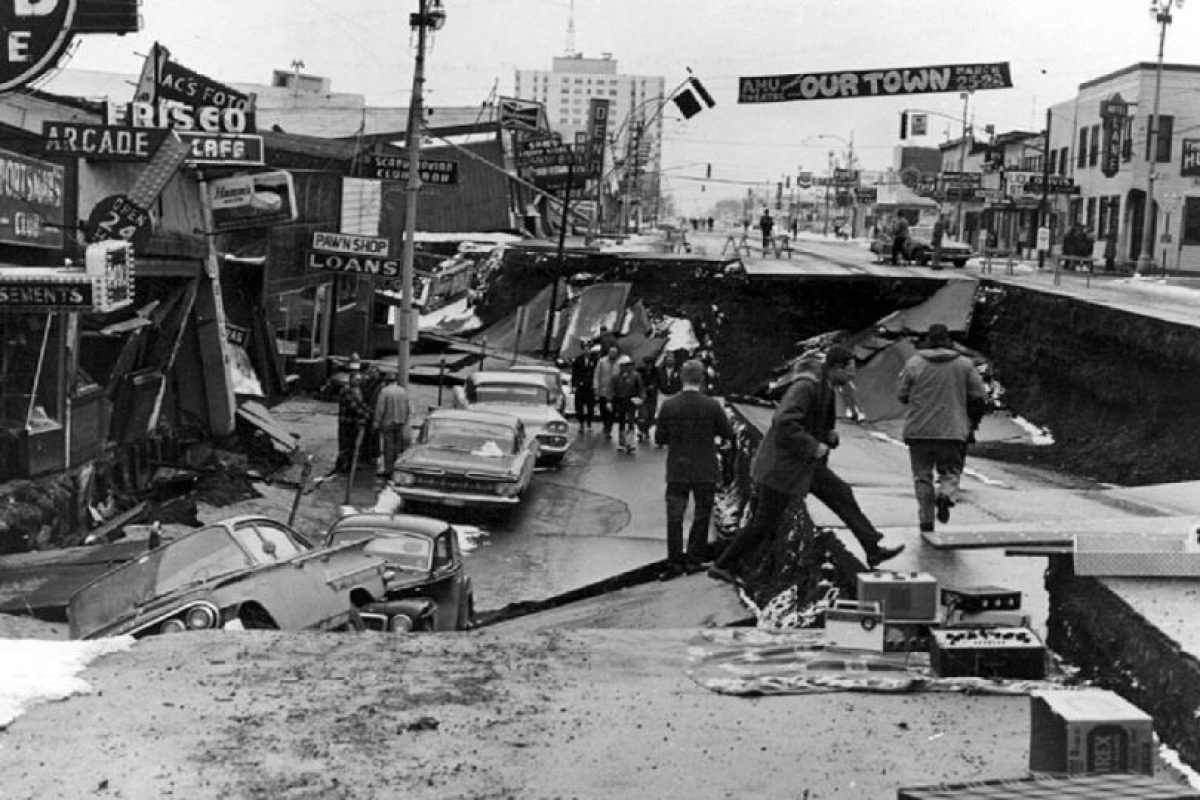 2. 28 de marzo de 1964; Prince William Sound, Alaska: El tsunami resultante alcanza alturas de 67 metros a su paso. Como resultado hubo 128 muertes y daños por más de 311 millones de dólares Foto:Wikipedia. Imagen Por: