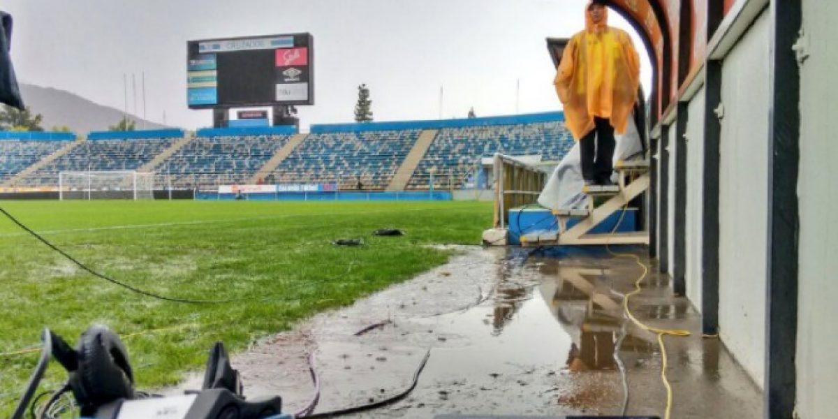Se buscará nueva fecha: Clásico universitario se suspende por fuertes lluvias en Santiago