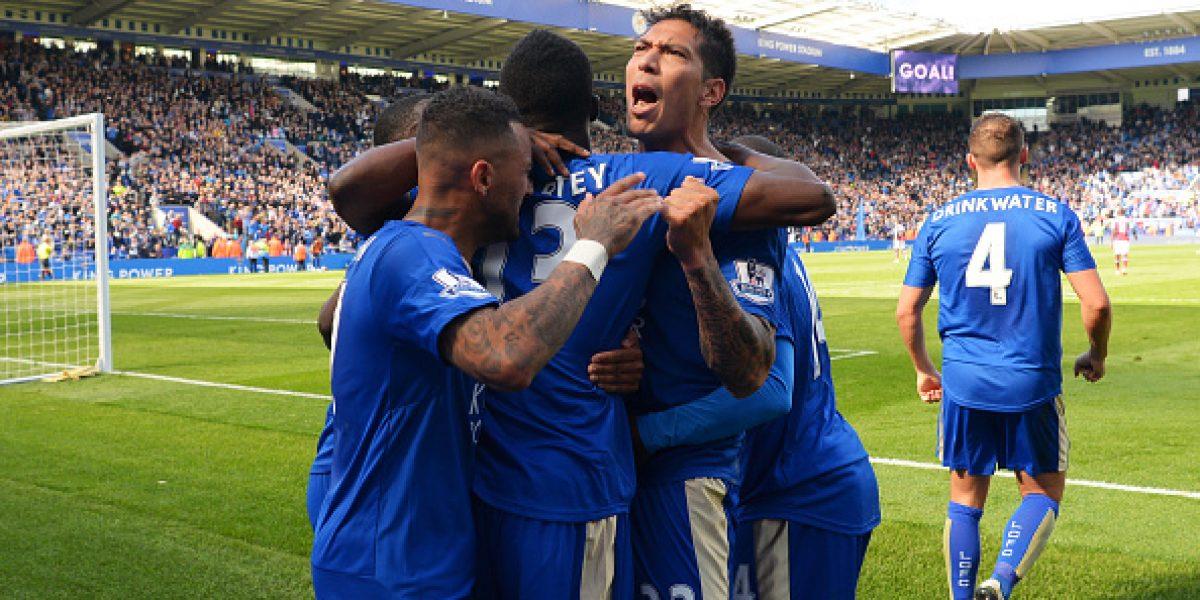 Leicester rescató milagroso empate y dio otro paso rumbo al título de la Premier
