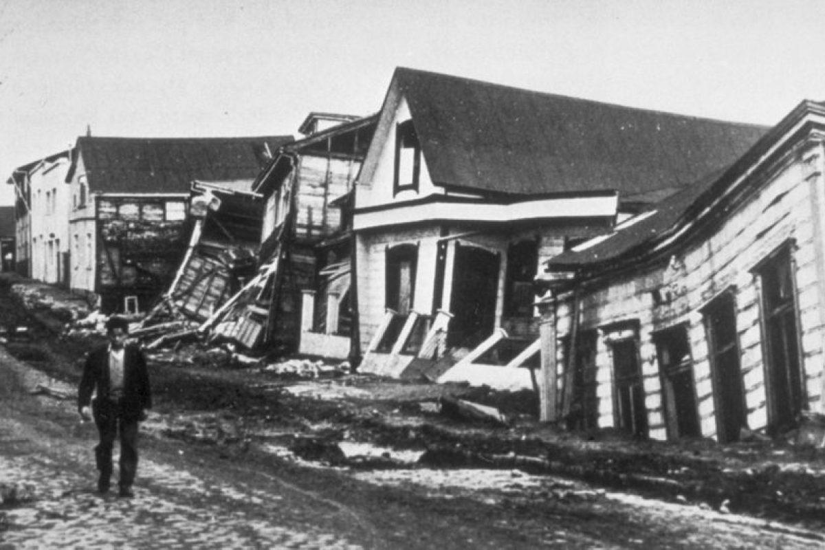 1. 22 de mayo de 1960, Valdivia, Chile: Causó la muerte de cuatro mil 485 personas aproximadamente y más de dos millones perdieron su hogar. Foto:Wikipedia. Imagen Por: