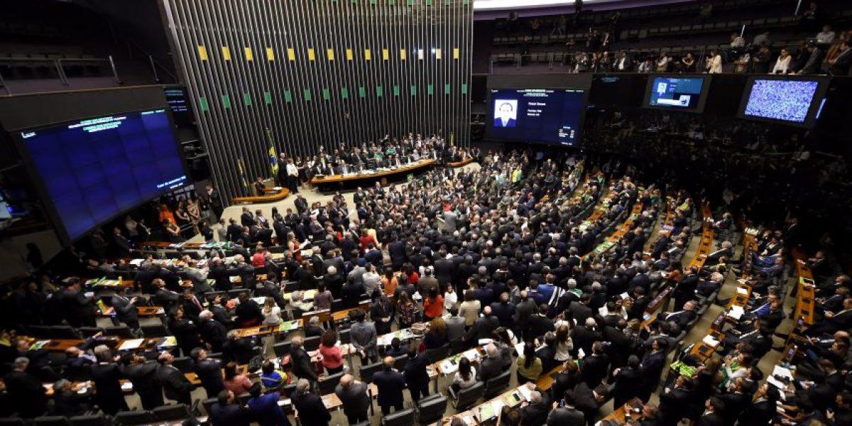 La Cámara de Diputados de Brasil abre la vía al impeachment de Rousseff