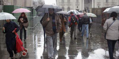 Experto llama a incorporar más áreas verdes en el centro de Santiago para mitigar inundaciones