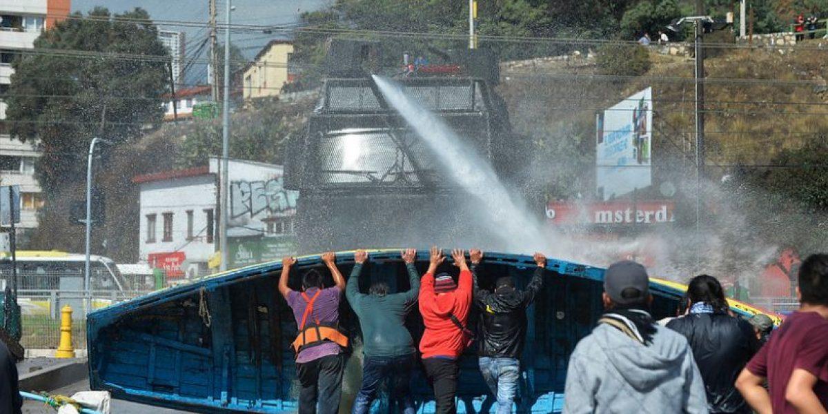 Valparaíso: pescadores se enfrentan a Carabineros en Caleta Portales