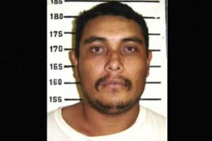 Se le busca por violación y asesinato de dos mujeres en 1998. Probablemente reside en Durango, México, informa la agencia estadounidense. Se ofrecen 100 mil dólares por información que lleve a su captura. Foto:fbi.gov/wanted/topten. Imagen Por: