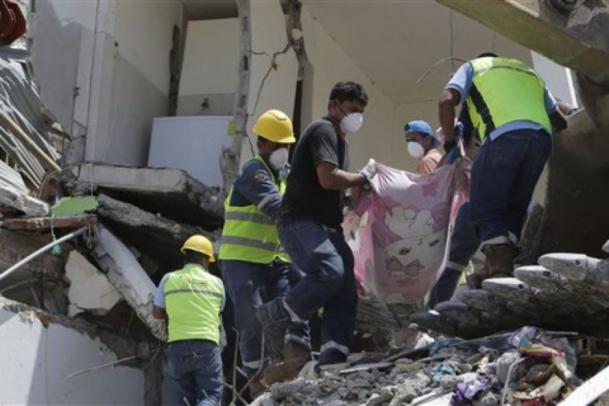 Las autoridades continúan buscando víctimas. Foto:AP. Imagen Por: