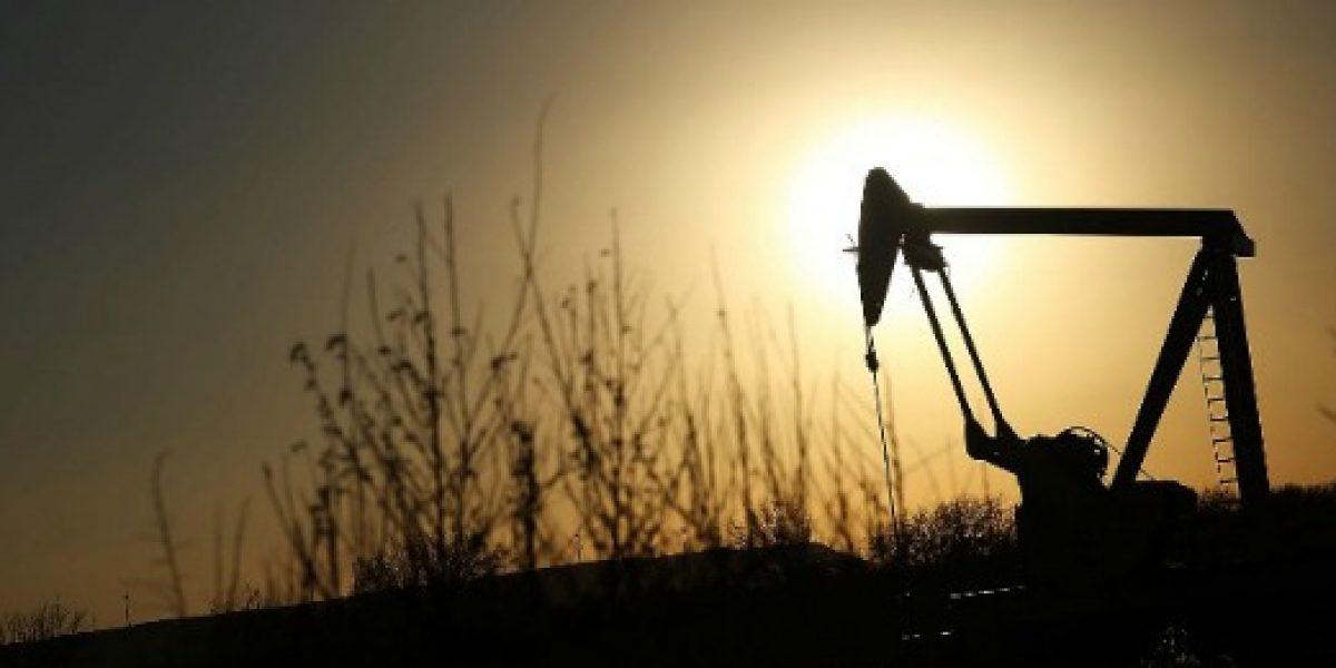 Países productores no llegan a acuerdo y precio del petróleo se desploma