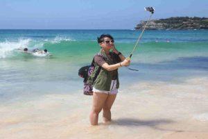 """Existen """"selfie-stick"""" de muchas marcas y tipos. Foto:Getty Images. Imagen Por:"""