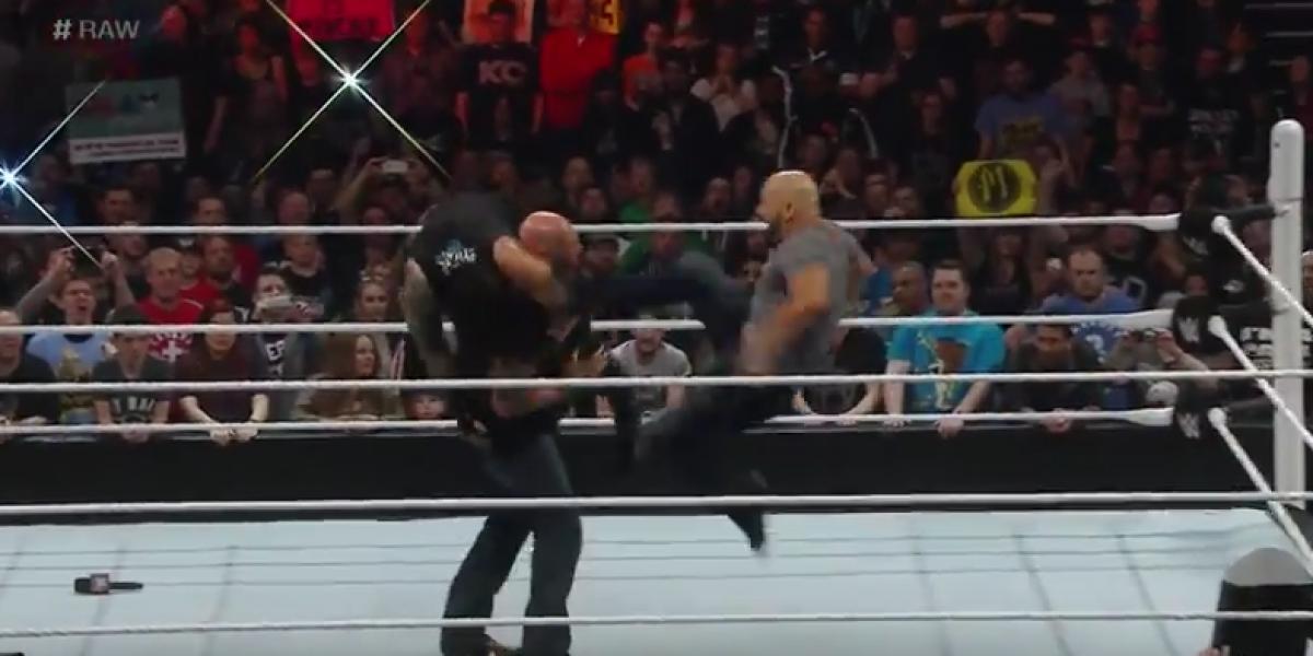 La humillante golpiza que sufrió el campeón peso pesado de la WWE