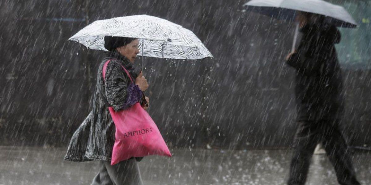 Meteorología confirma lluvias para todo el fin de semana en Santiago