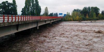 Ceden defensas fluviales y río Tinguiririca se desborda hacia predios agrícolas