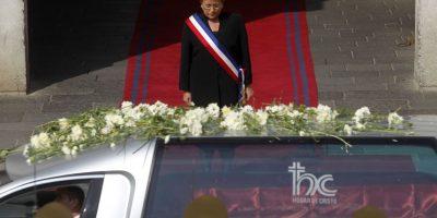 Bachelet hizo gesto a Aylwin y a la DC: usó banda presidencial en homenaje fúnebre en La Moneda