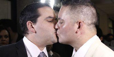 Carabinero firma Acuerdo de Unión Civil con pareja del mismo sexo