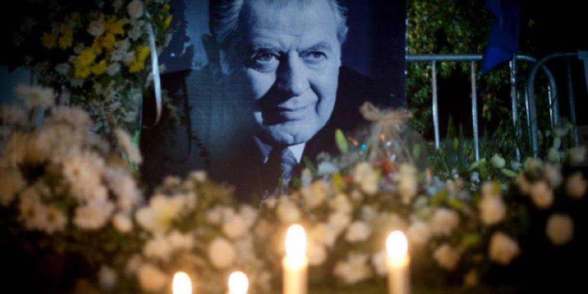 Las emotivas imágenes de las espontáneas velatones en honor a Patricio Aylwin