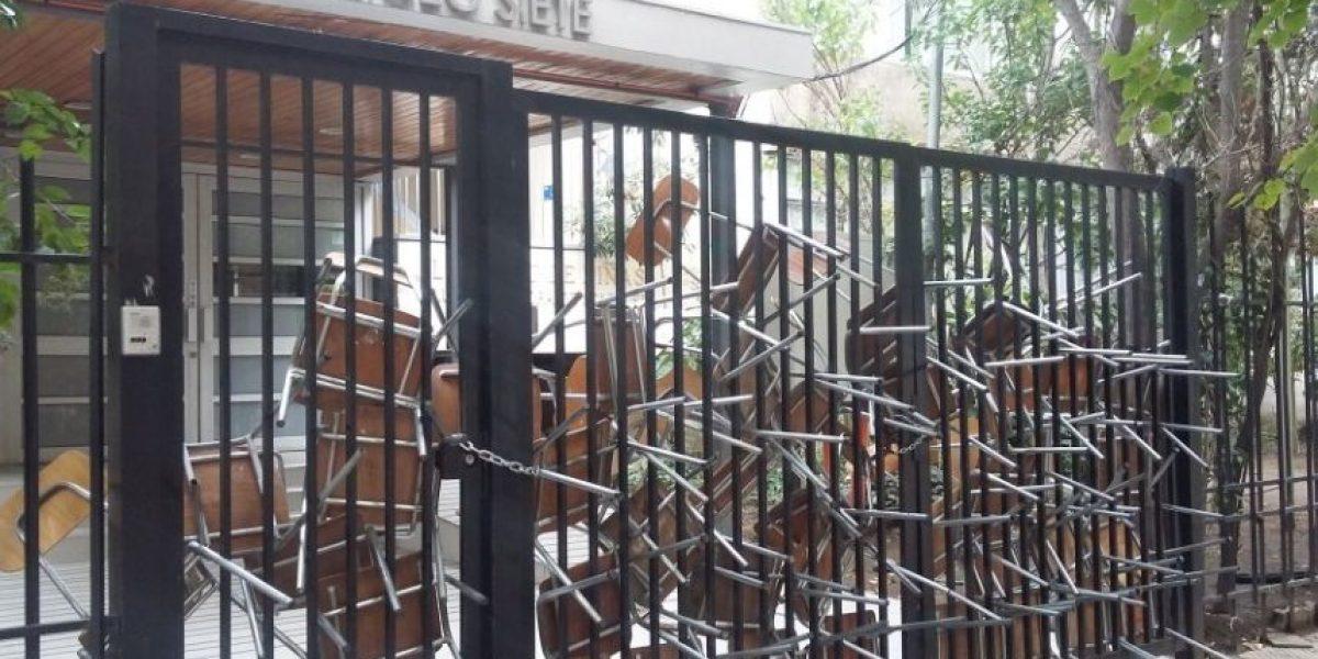 Estudiantes de la Cones se toman liceos en La Serena, Concepción y Santiago