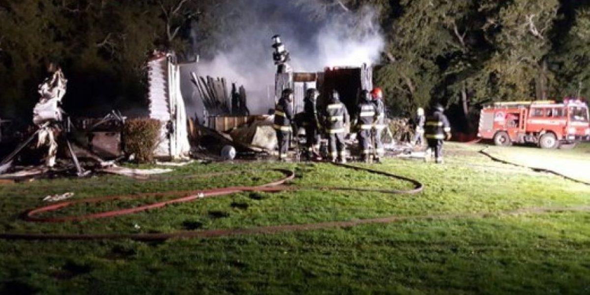 Ataque incendiario destruyó casona de empresario de La Araucanía