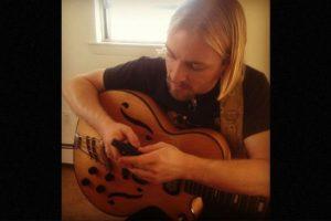 Él es músico y enseña a tocar la guitarra. Foto:Vía Instagram. Imagen Por: