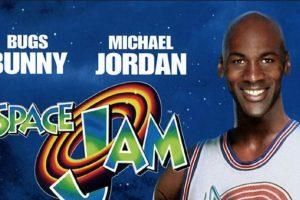 Michael Jordan en el póster que promocionaba la película Foto:Twitter. Imagen Por: