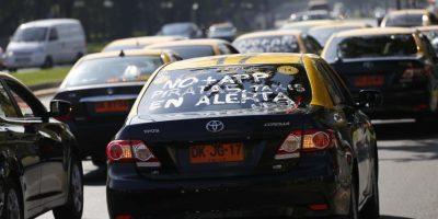 Sigue la pelea: Taxistas anuncian paro nacional en protesta por servicios de Uber y Cabify