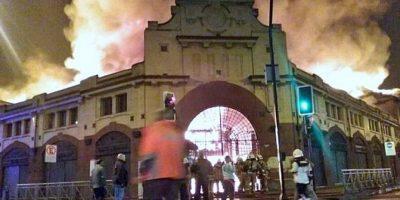 Incendio consume Mercado Municipal de Temuco
