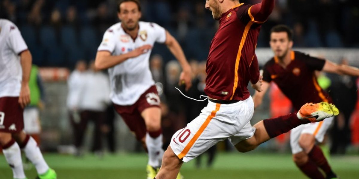 Es leyenda: Totti hizo llorar a los hinchas de la Roma con un doblete en sólo tres minutos