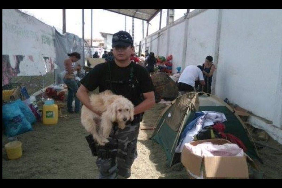 La población continúa reponiéndose de uno de los peores fenómenos naturales que atentó contra el país. Foto:facebook.com/policia.ecuador. Imagen Por: