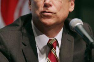 El gobernador de Carolina del Norte, Pat McCrory, un republicano, aprobó la ley el pasado 24 de marzo de este año. Foto:Getty Images. Imagen Por: