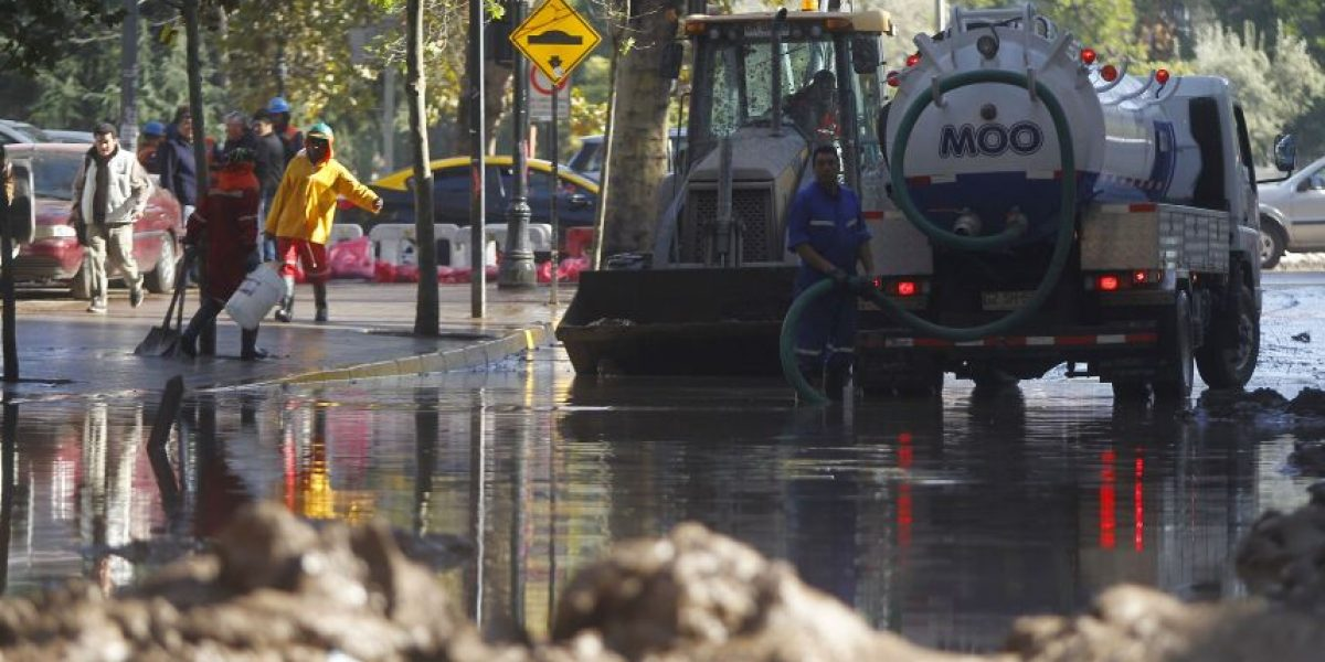 Providencia desembolsa casi $130 millones para reparar daños por desborde de río Mapocho