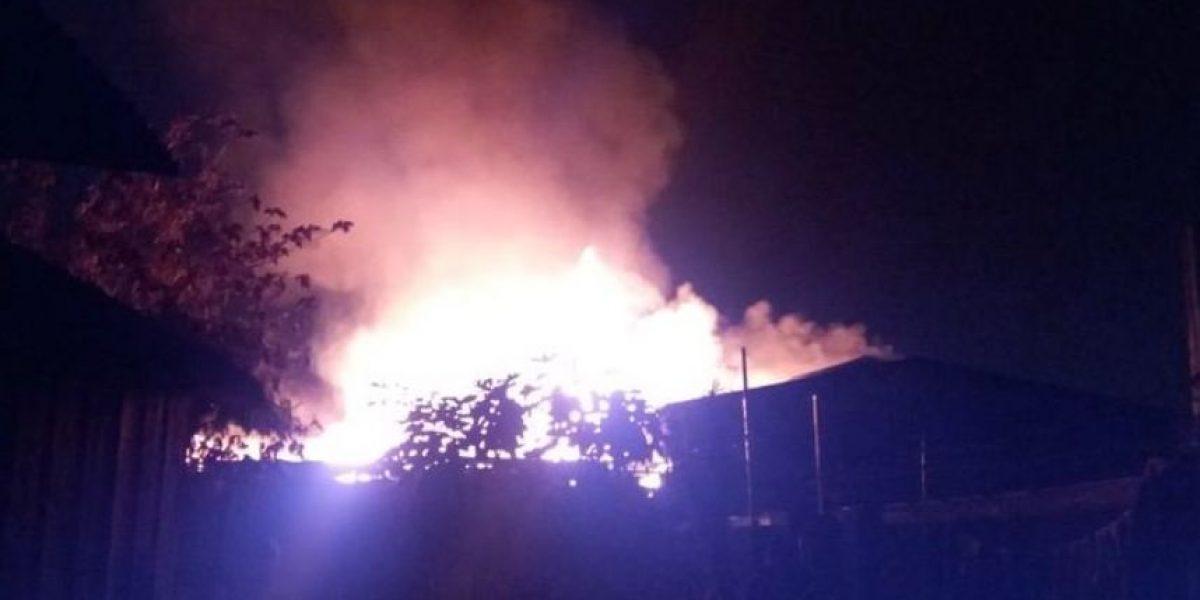 Dos mueblerías quedaron destruidas tras un incendio en la comuna de La Granja